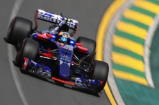 MELBOURNE, AUSTRALIA - MARCH 24: Carlos Sainz of Spain driving the (55) Scuderia Toro Rosso STR12 on track during practice for the Australian Formula One Grand Prix at Albert Park on March 24, 2017 in Melbourne, Australia. (Photo by Mark Thompson/Getty Images)