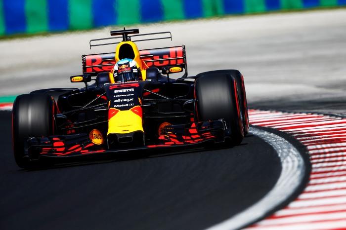 Pirelli-Daniel-Ricciardo-red-Bull-Hungarian-GP-F1-2017